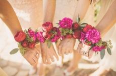 Браслеты из цветов для подружек невесты