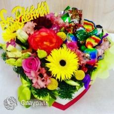 Букет цветов в коробке сердцем