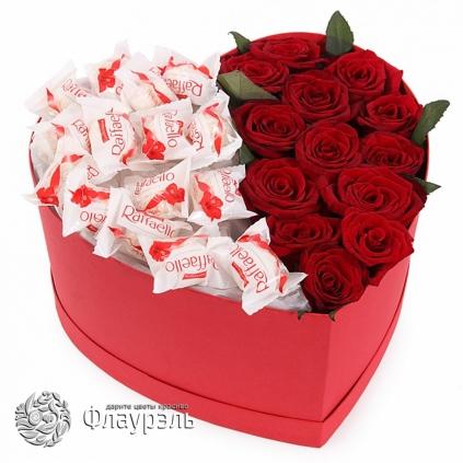 Коробка сердце с розами и конфетами