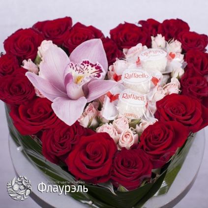 Сердце с розами и орхидеей