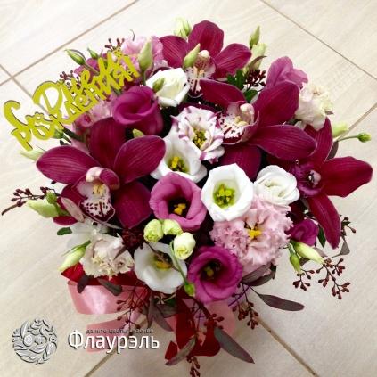 Shlyapnaya korobka s orhideyami