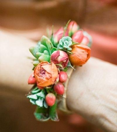 Фото браслета из живых цветов